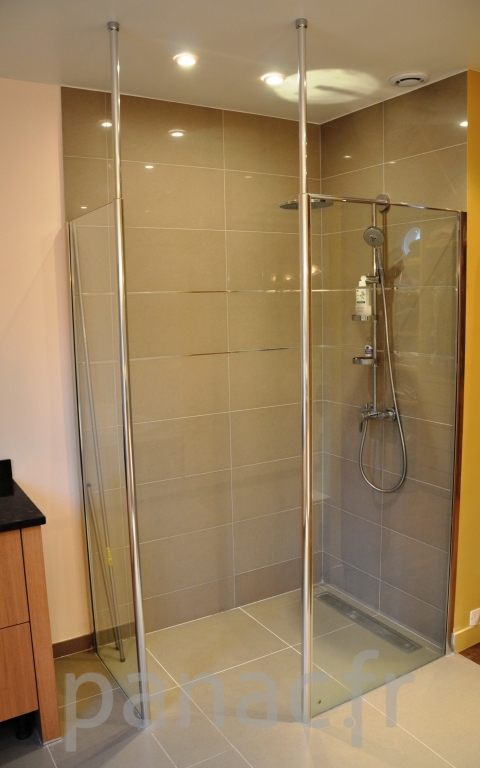 Portes de douche sur mesure id e inspirante for Porte de douche pivotante sur mesure
