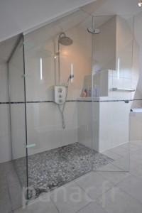 Paroi et porte de douche sur mesure