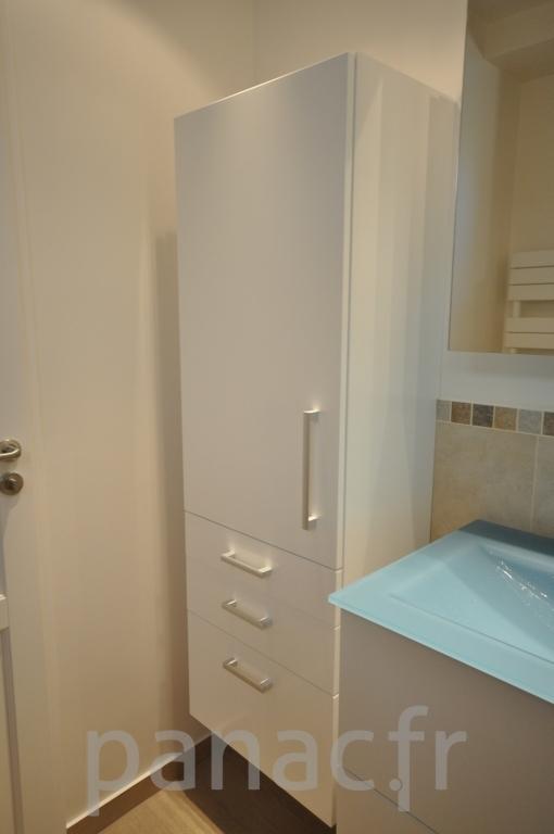 Mobilier salle de bain sur mesure en laque for Mobilier de salle de bains