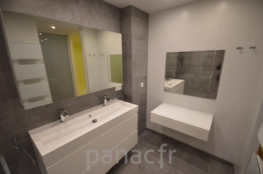 Mobilier salle de bain sur mesure en laque for Mobilier salle de bain