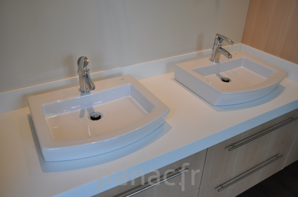 Mobilier salle de bain sur mesure en bois for Mobilier de salle de bain en bois